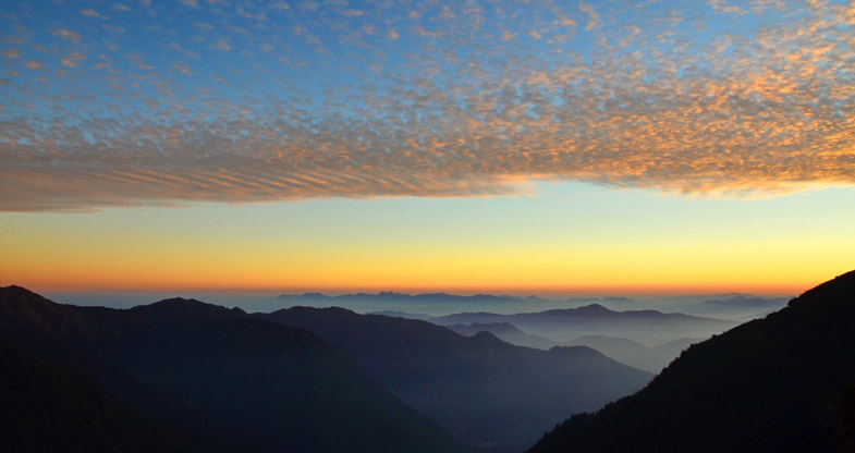 Sunrise in Annapurna Ckt Trek Trail