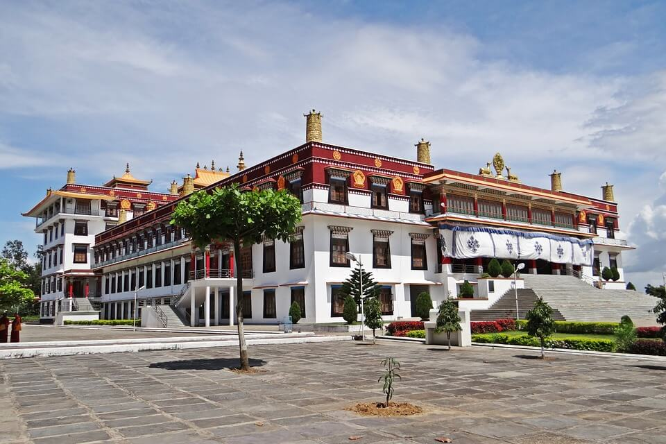 lhasa bike tour to Drepung monastery