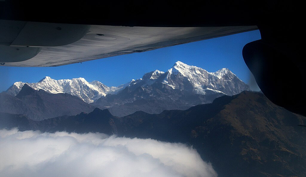 Mountain flight to Everest